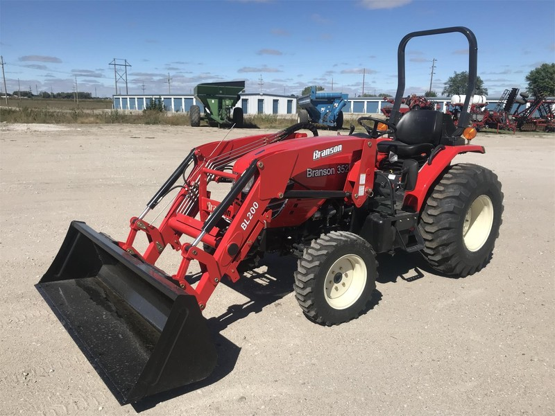 2018 Branson 3520H Tractor