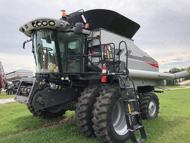 Gleaner S67 Combine