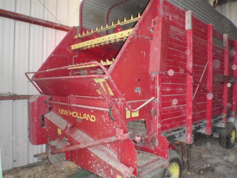 New Holland 8 Forage Wagon