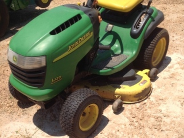 John Deere L120 Lawn And Garden For
