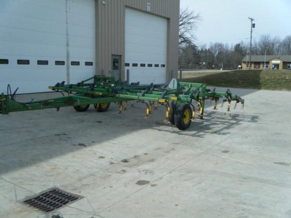 1993 John Deere 960 Field Cultivator