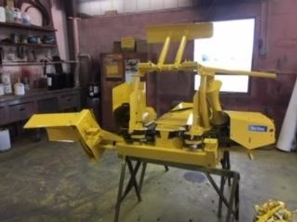 2011 New Holland 824 Pull-Type Forage Harvester