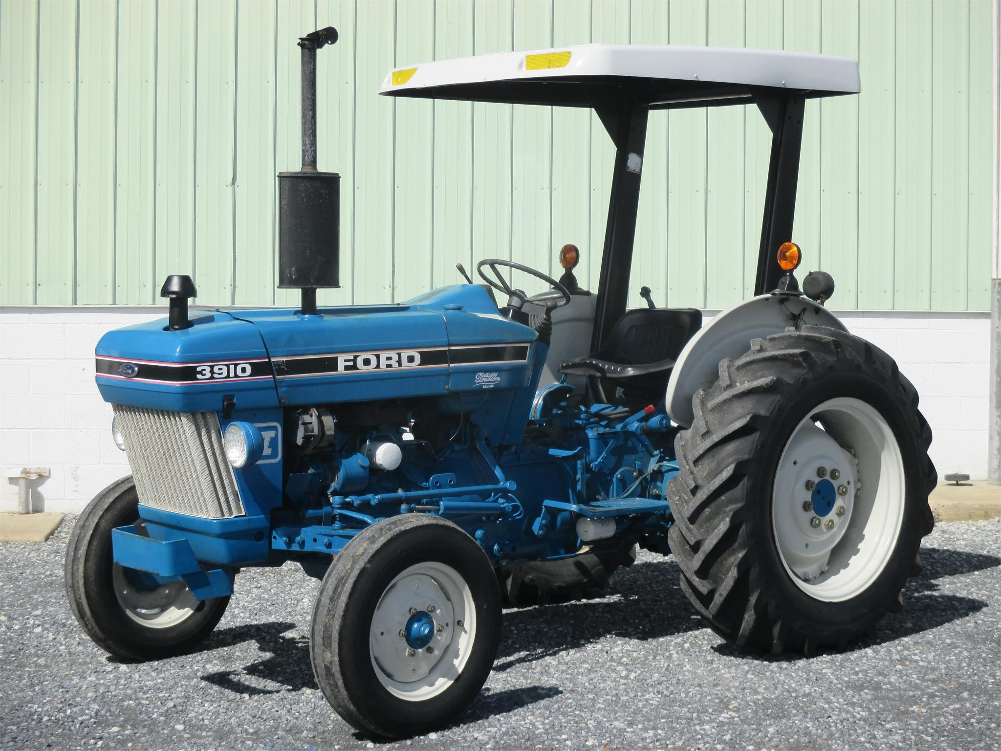 1987 Ford 3910 II Tractor