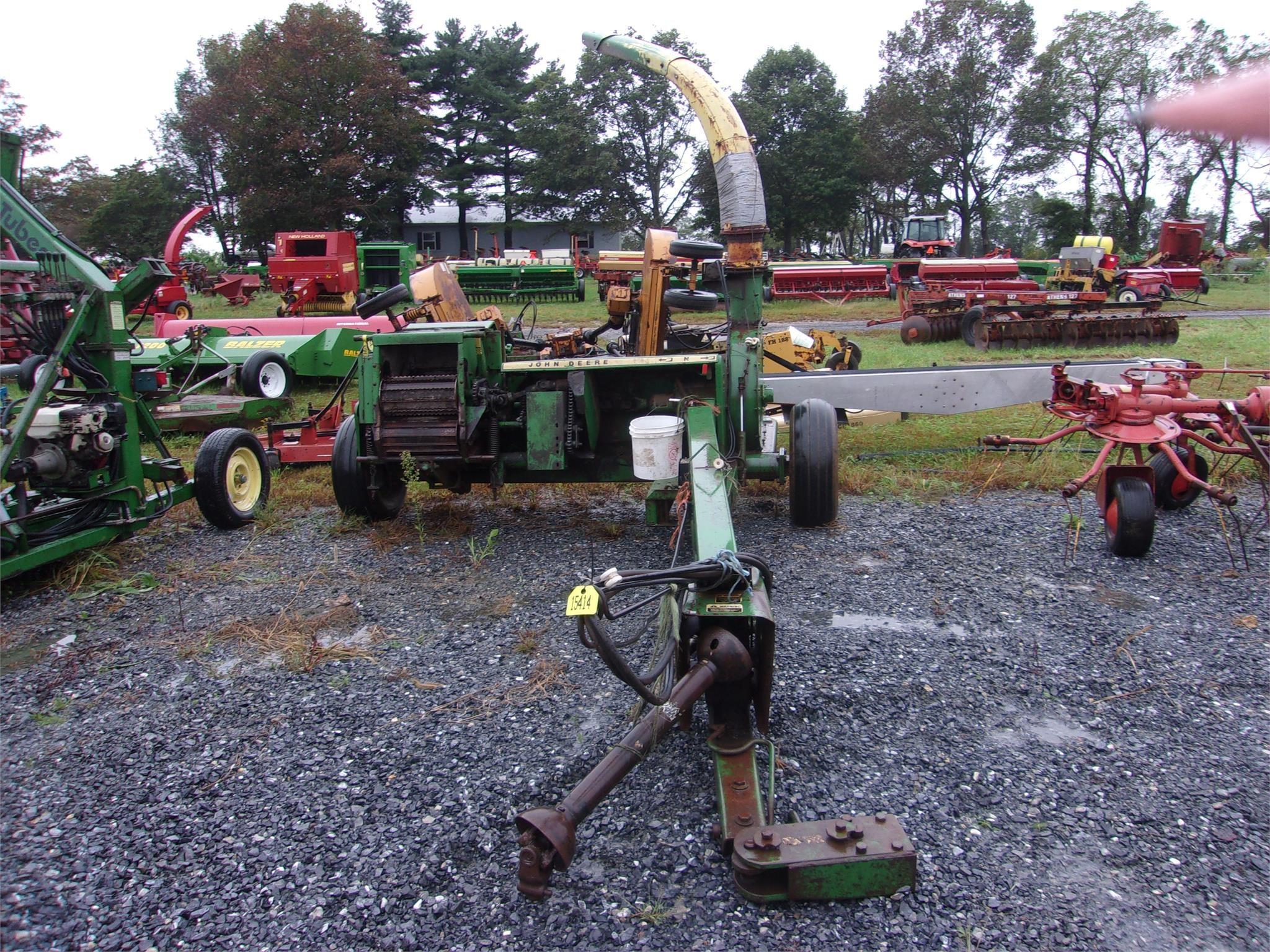 John Deere 3940 Pull-Type Forage Harvester