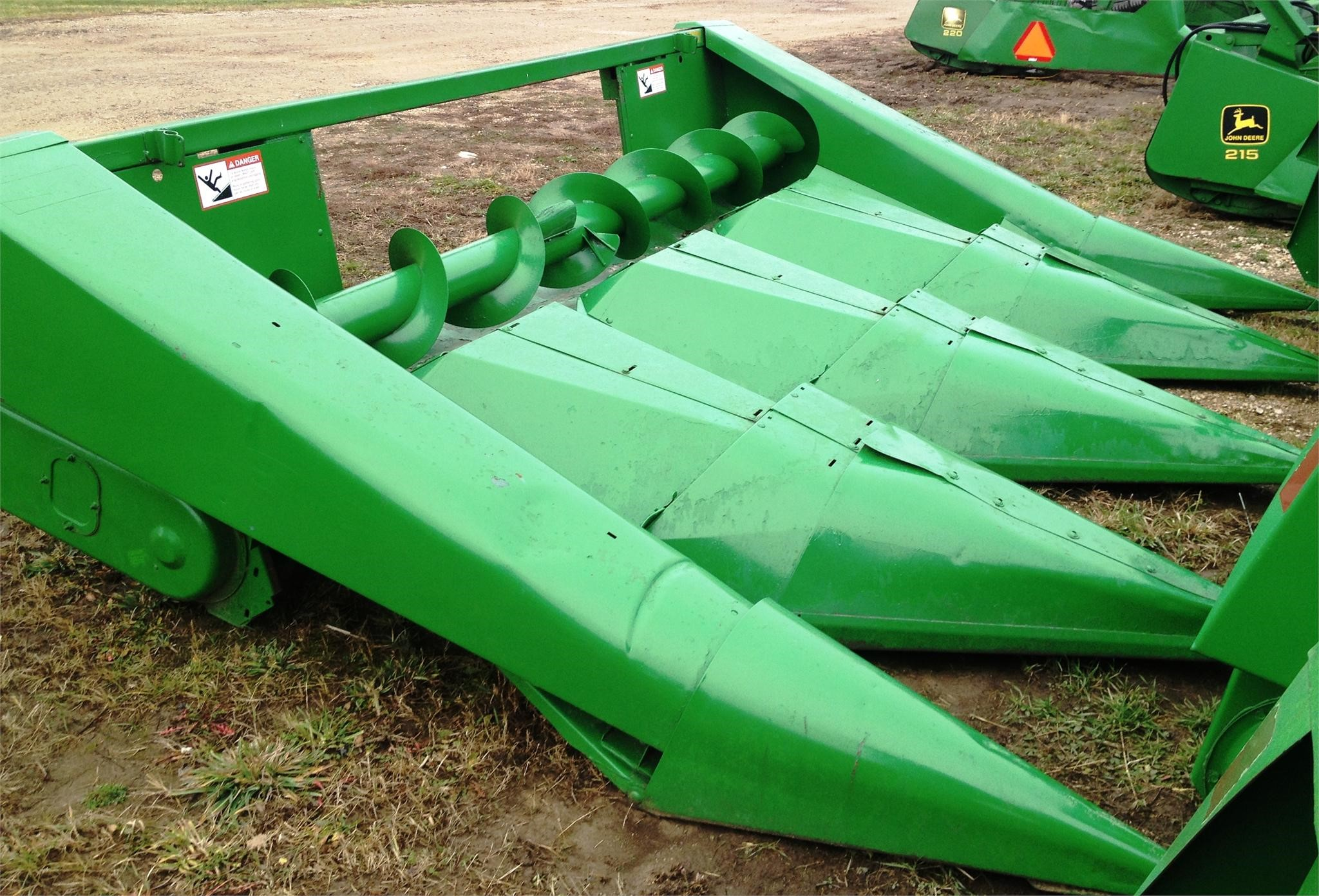 1992 John Deere 444 Corn Head