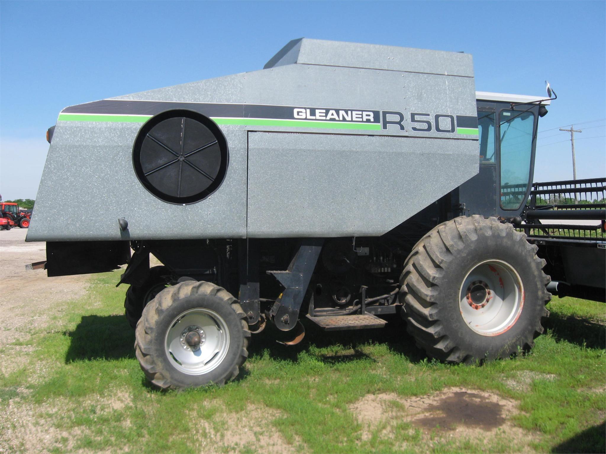 1989 Gleaner R50 Combine