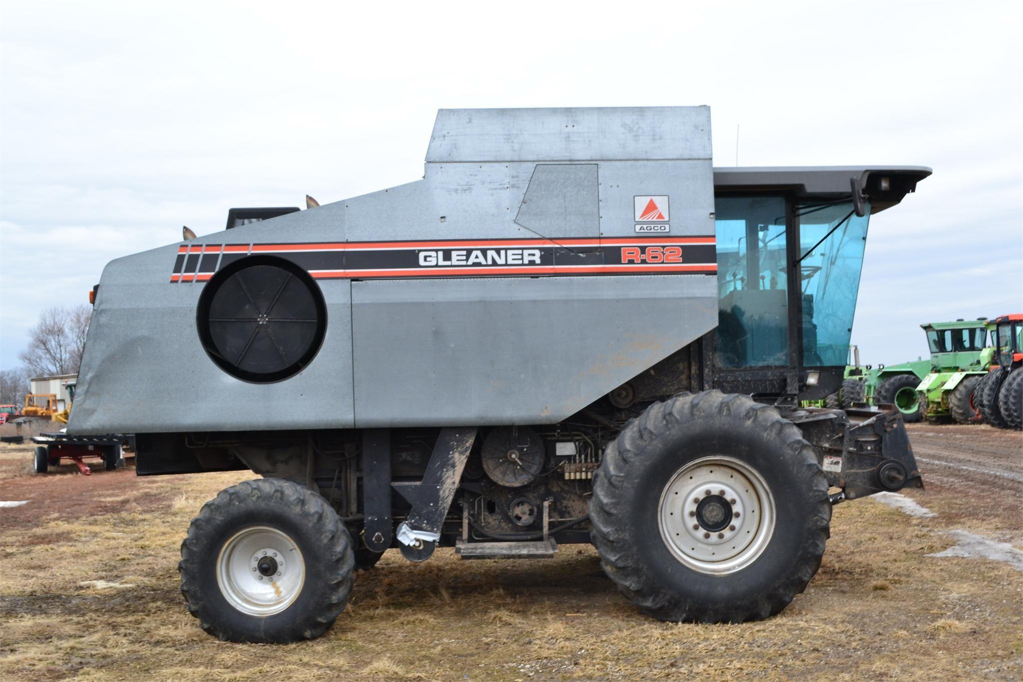 1994 Gleaner R62 Combine