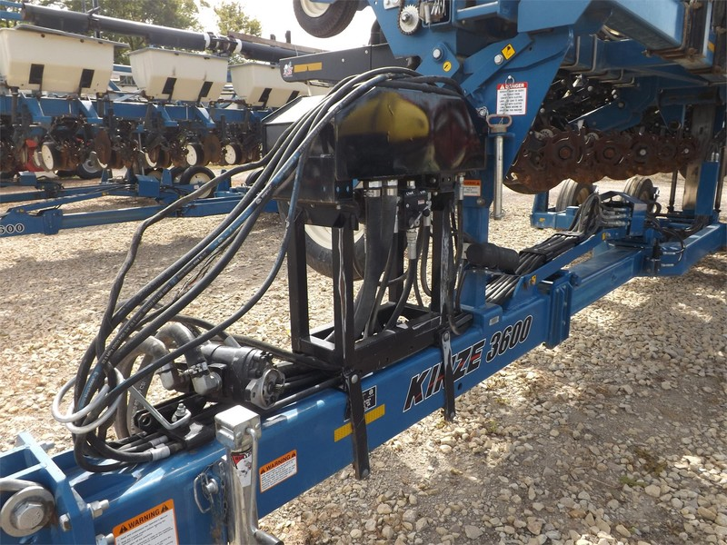 2012 Kinze 3600 ASD Planter