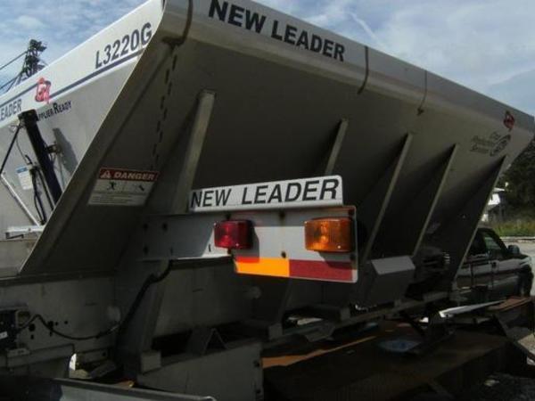 2012 New Leader L3220G4 Self-Propelled Fertilizer Spreader