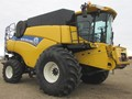 2013 New Holland CR8080 Combine