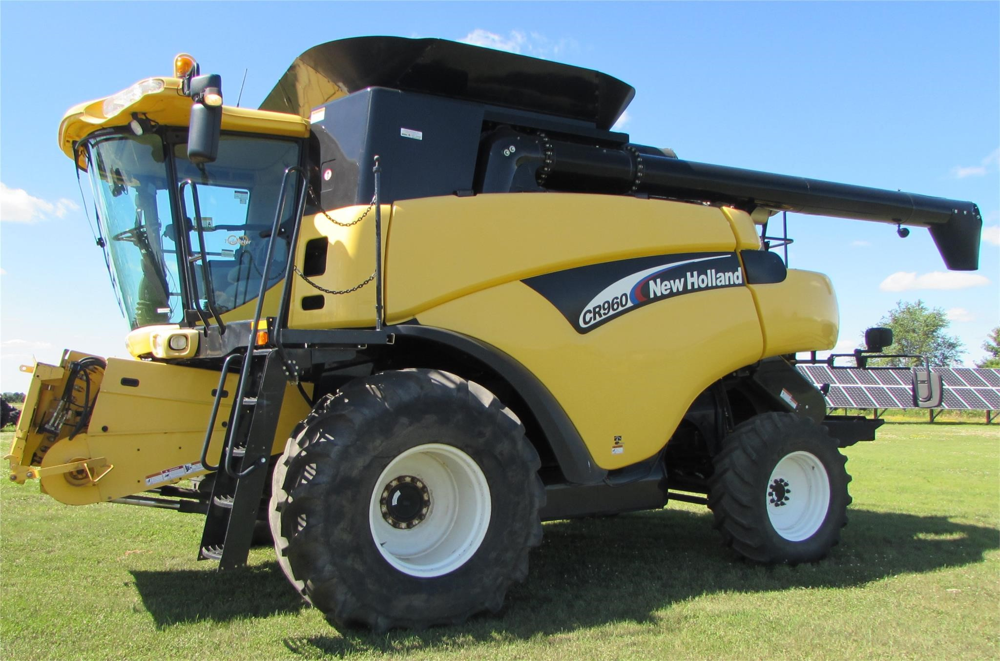 2003 New Holland CR960 Combine