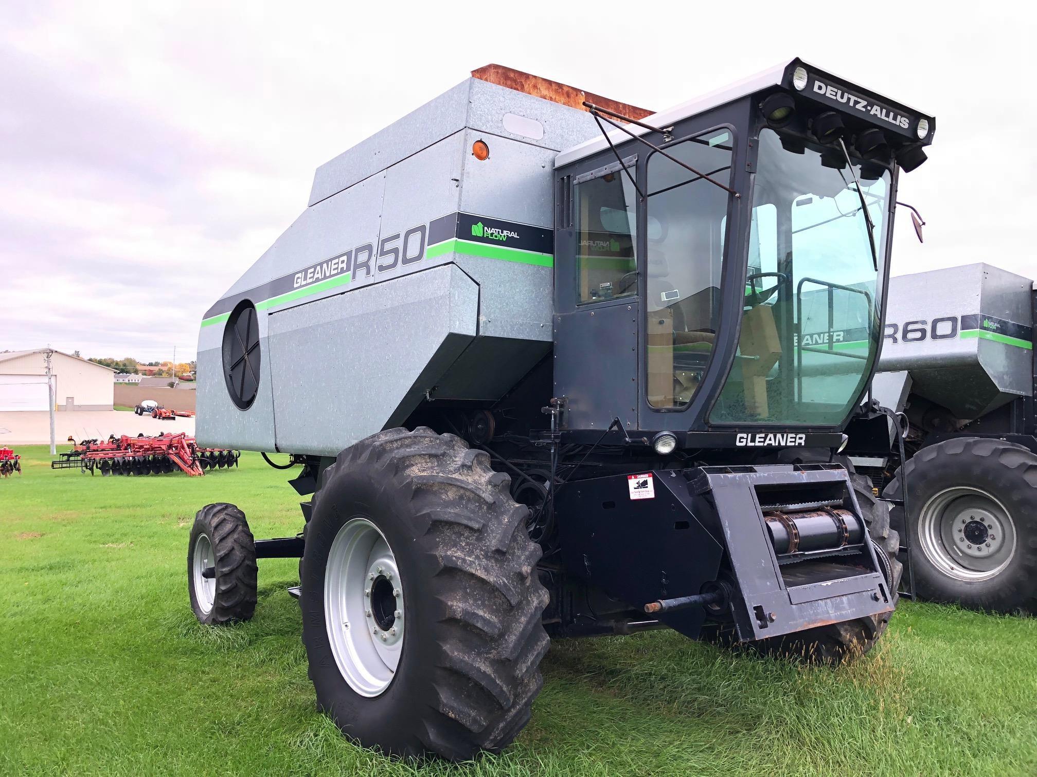 1988 Gleaner R50 Combine