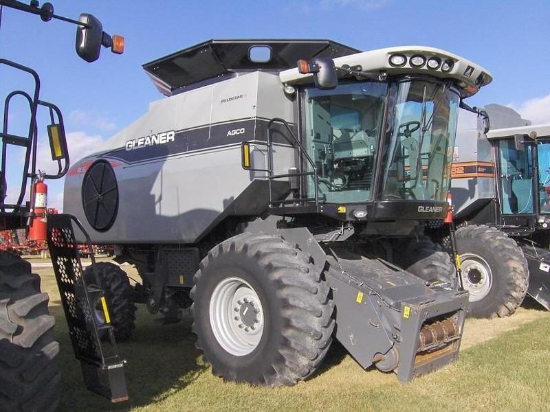 2010 Gleaner R66 Combine