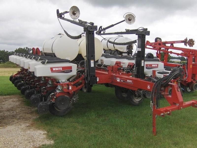 2006 White 8186 Planter