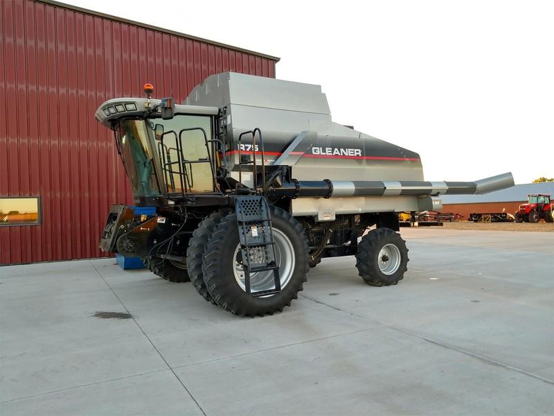 2004 Gleaner R75 Combine