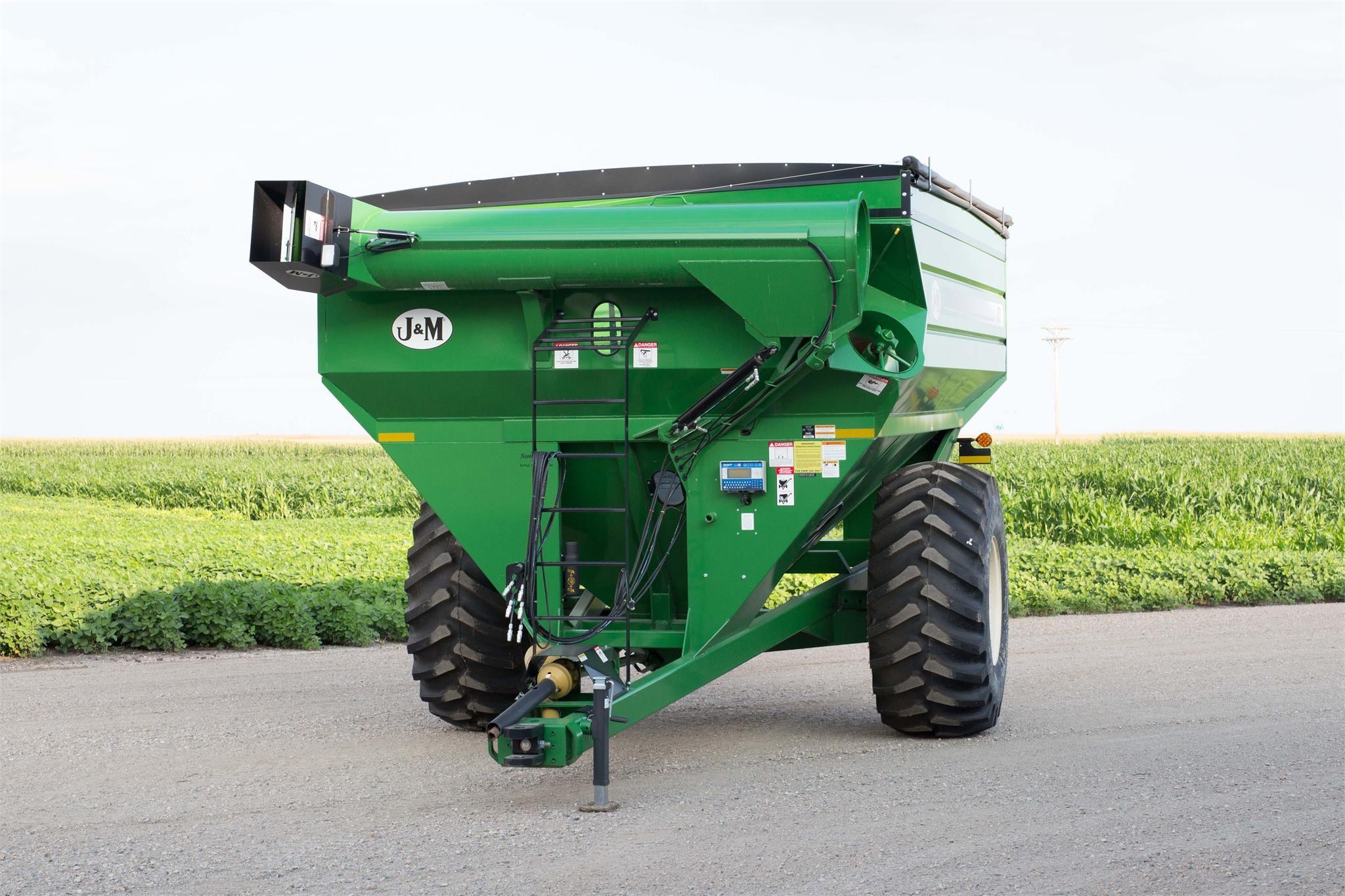 2020 J&M 812-18 Grain Cart