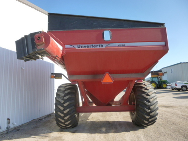 Unverferth 8250 Grain Cart