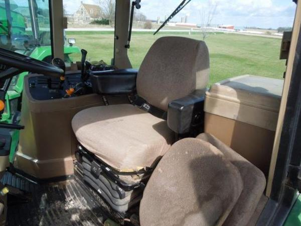 2000 John Deere 7810 Tractor