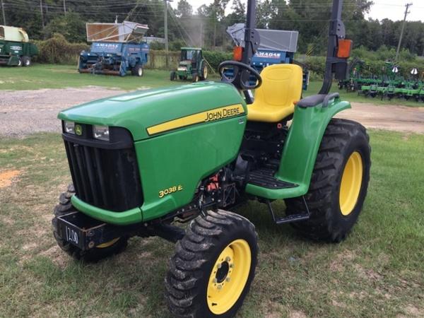 2015 John Deere 3038E Tractor