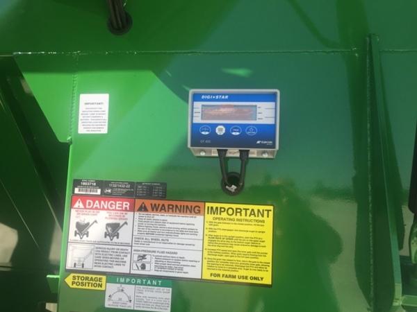 2018 J&M 1132 Grain Cart