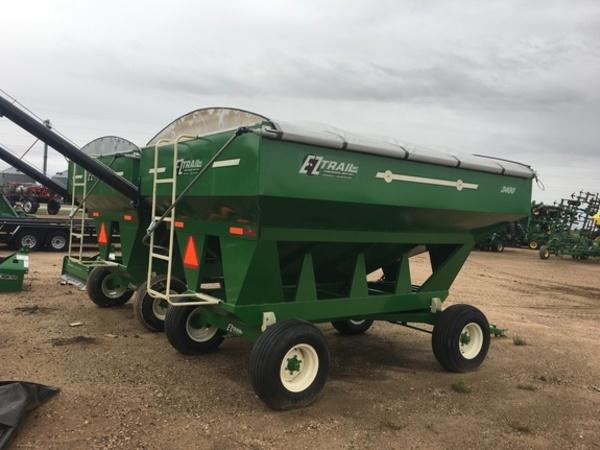 2018 E-Z Trail 3400 Gravity Wagon