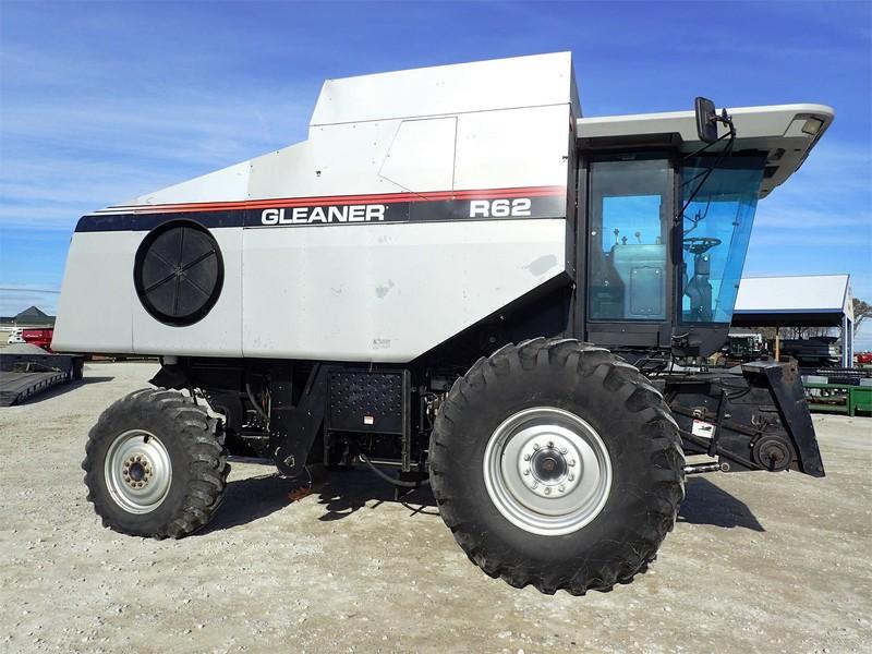 1998 Gleaner R62 Combine