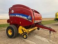 2015 New Holland Roll-Belt 560 Round Baler
