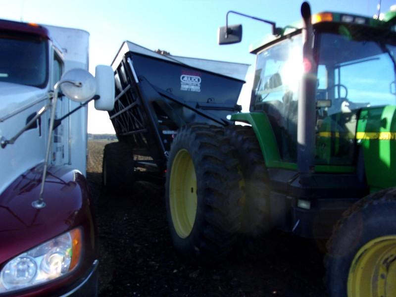 2018 Aulick Industries Dump Cart Grain Cart