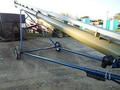 Harvest International T1042 Augers and Conveyor