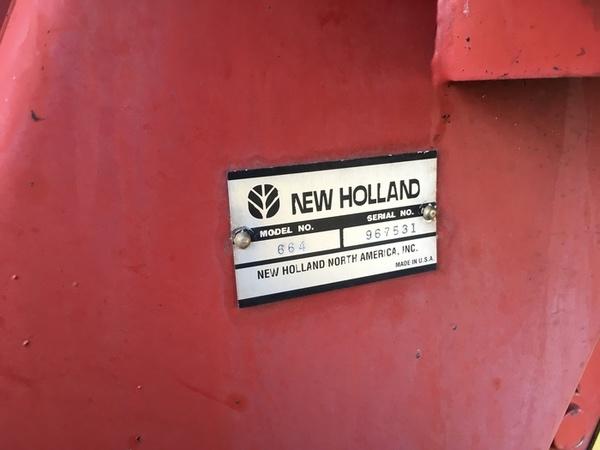1998 New Holland 664 Round Baler
