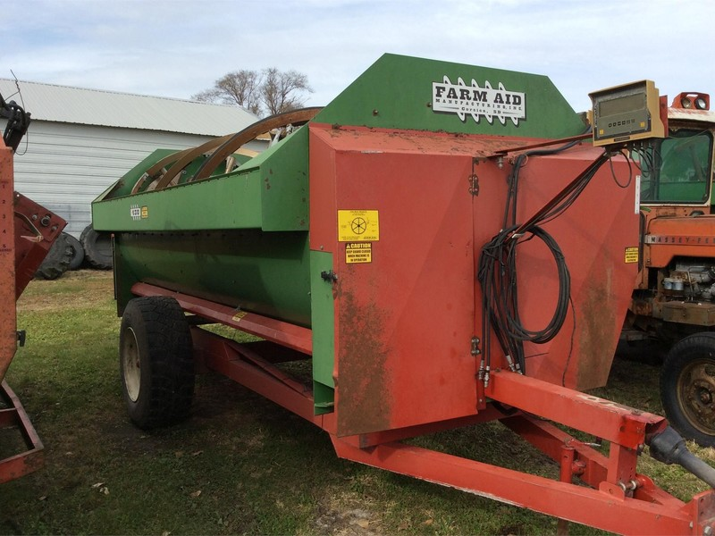 2010 Farm Aid 430 Feed Wagon