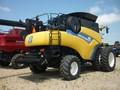 2013 New Holland CR9090 Combine