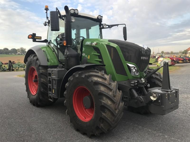 2017 Fendt 824 Vario Tractor