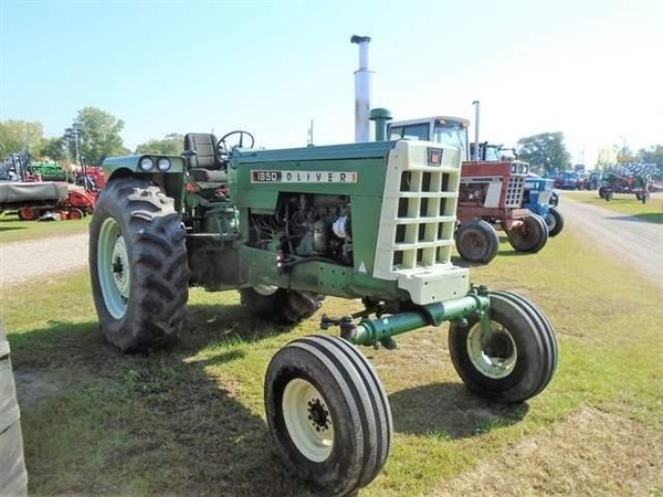 1969 Oliver 1850 Tractor