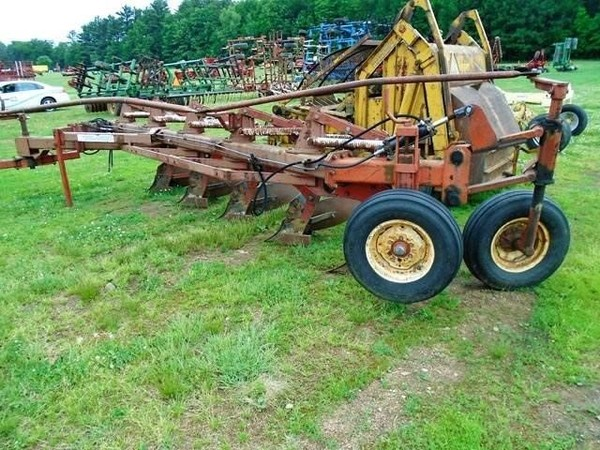Wil-Rich 2900 Plow