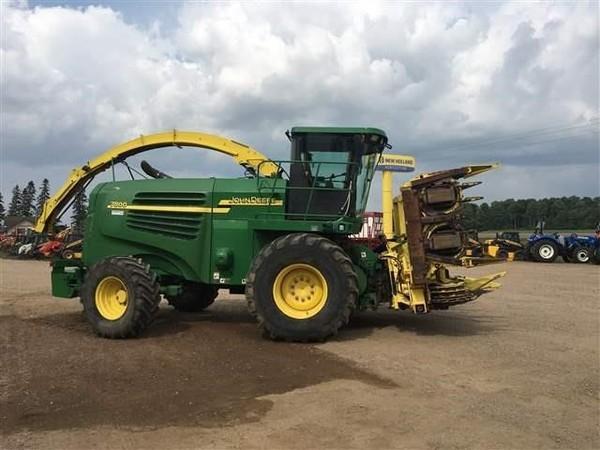 2004 John Deere 7800 Self-Propelled Forage Harvester