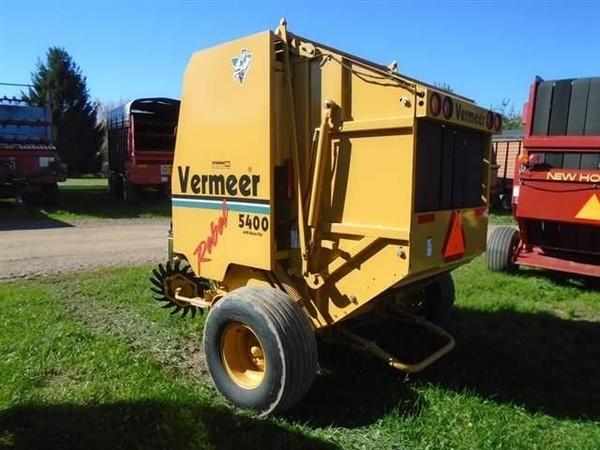 2005 Vermeer 5400 Round Baler
