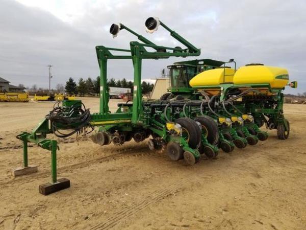 2011 John Deere 1770NT CCS Planter