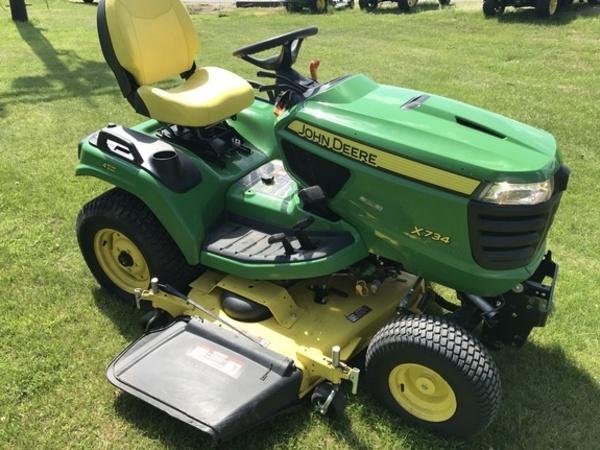 2015 John Deere X734 Lawn and Garden