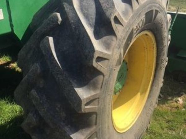 2000 John Deere 4990 Self-Propelled Windrowers and Swather
