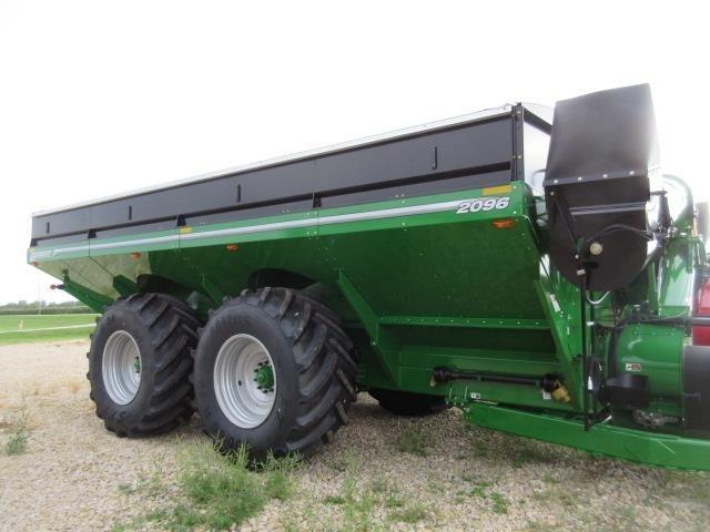 2021 Brent 2096 Grain Cart