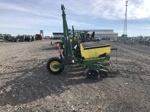 2012 John Deere 1700 Planter