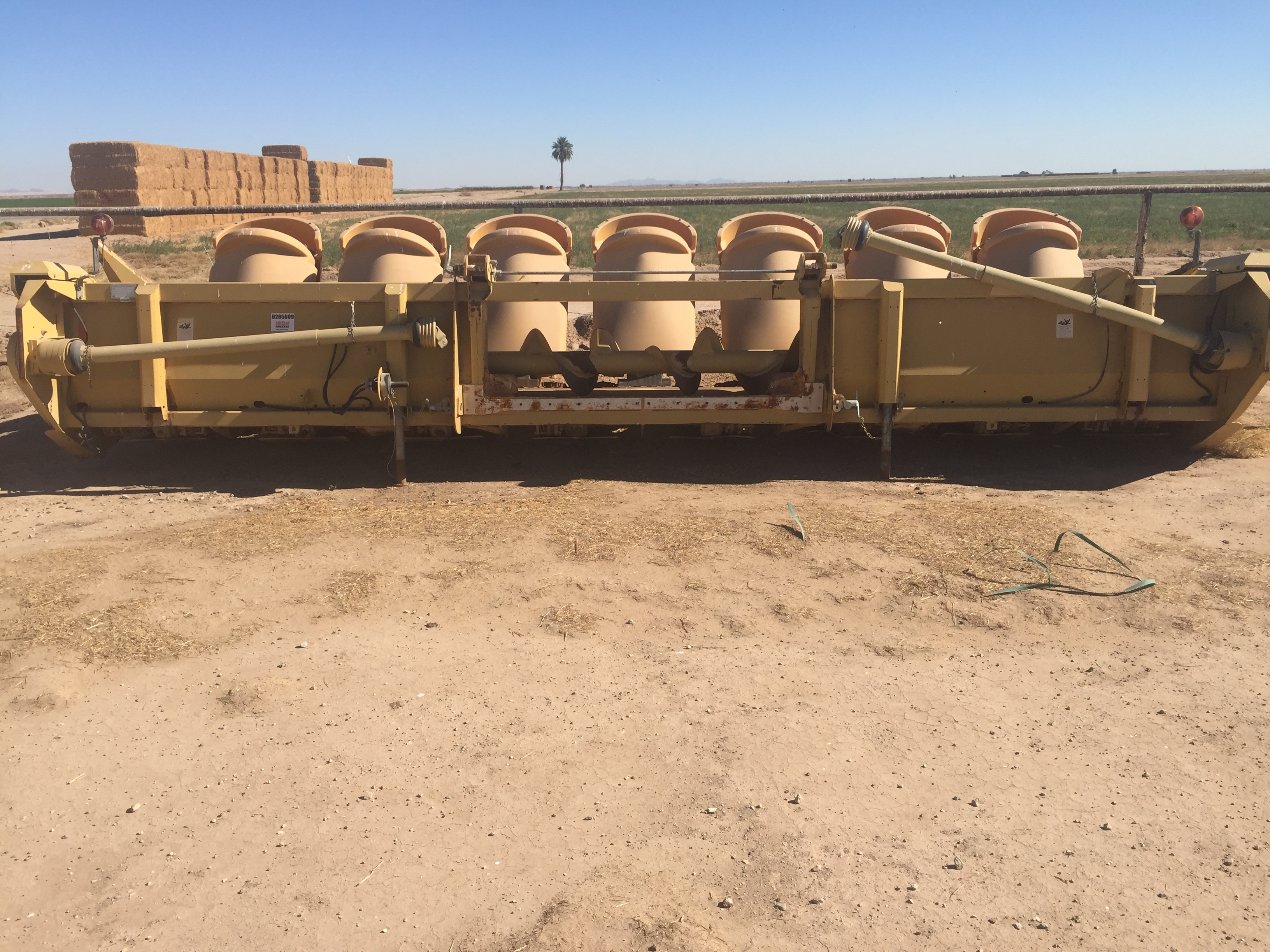 2005 Caterpillar 830 Corn Head