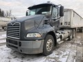 2013 Mack PINNACLE CXU613 Semi Truck