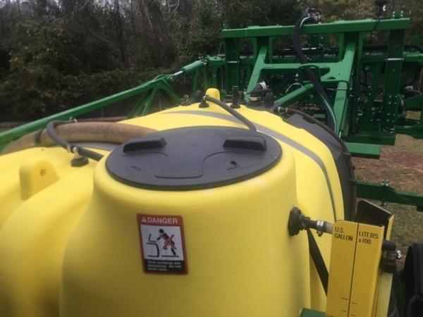 2017 John Deere R4030 Self-Propelled Sprayer