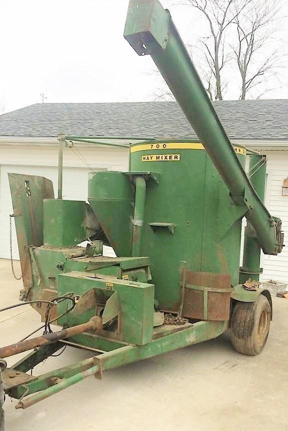 John Deere 700 Grinders and Mixer