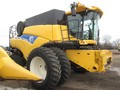 2009 New Holland CR9060 Combine