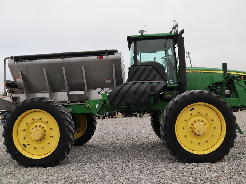 2011 John Deere 4930 Self-Propelled Fertilizer Spreader