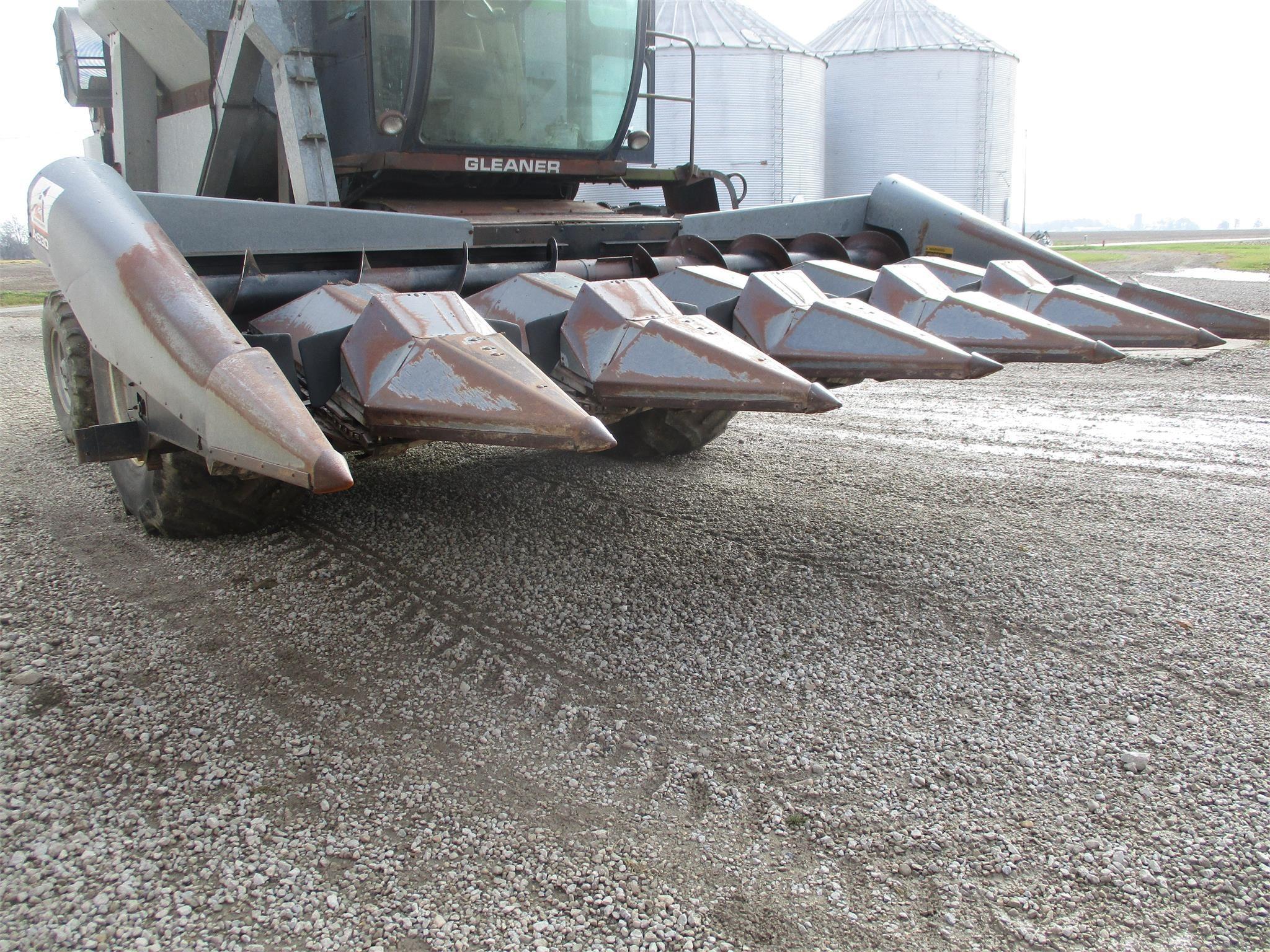 Gleaner LM630 Corn Head