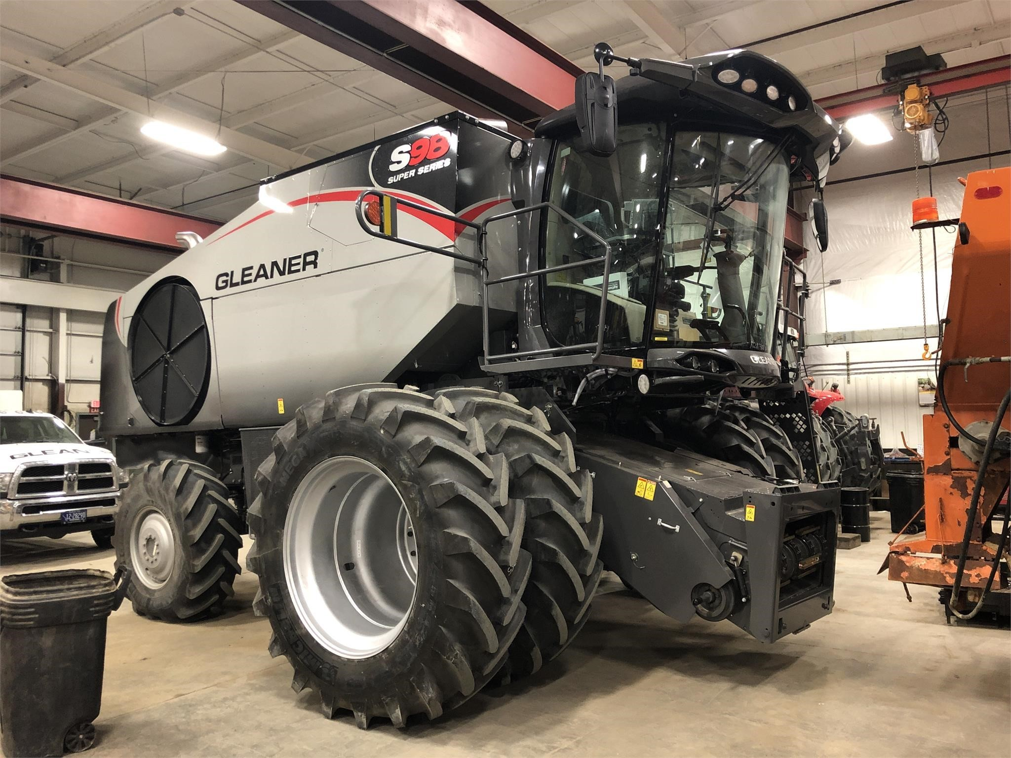 2019 Gleaner S98 Combine